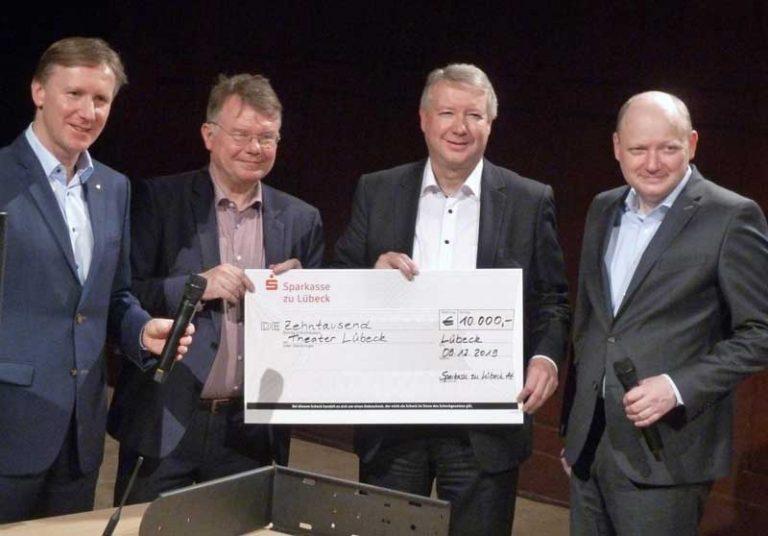 Sparkasse zu Lübeck übergibt »Weihnachtsspende«  an das Theater Lübeck