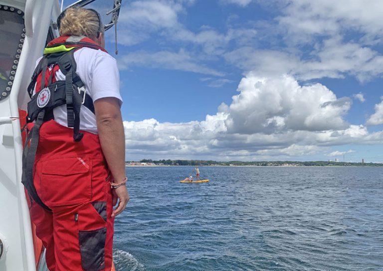 Freiwillige Seenotretter befreien zwei Jugendliche in der Lübecker Bucht aus großer Gefahr