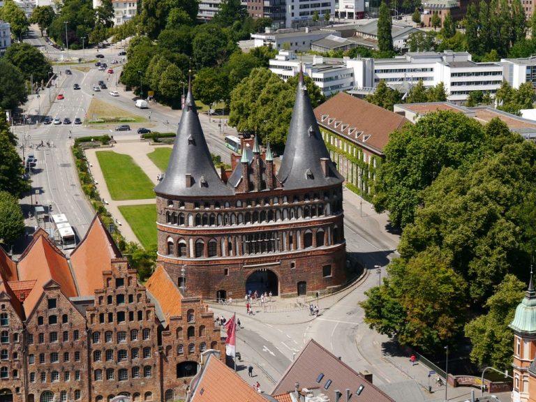 Lübeck: Anordnung zur sofortigen Isolation oder Quarantäne und erweiterte Kontakteinschränkungen