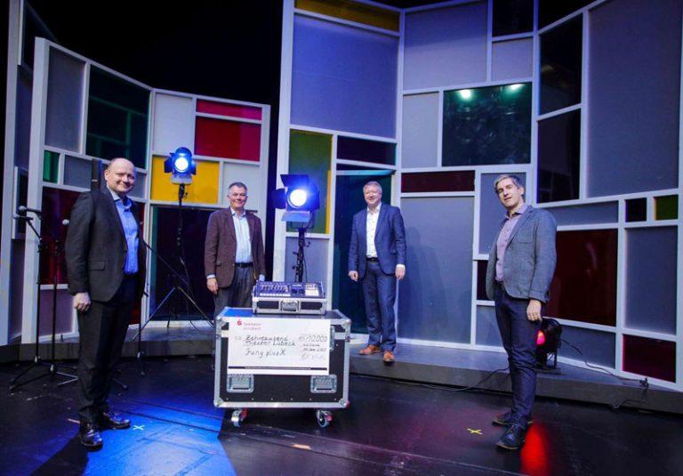 Vorstand der Sparkasse zu Lübeck AG übergibt »Weihnachtsspende« an das Theater Lübeck