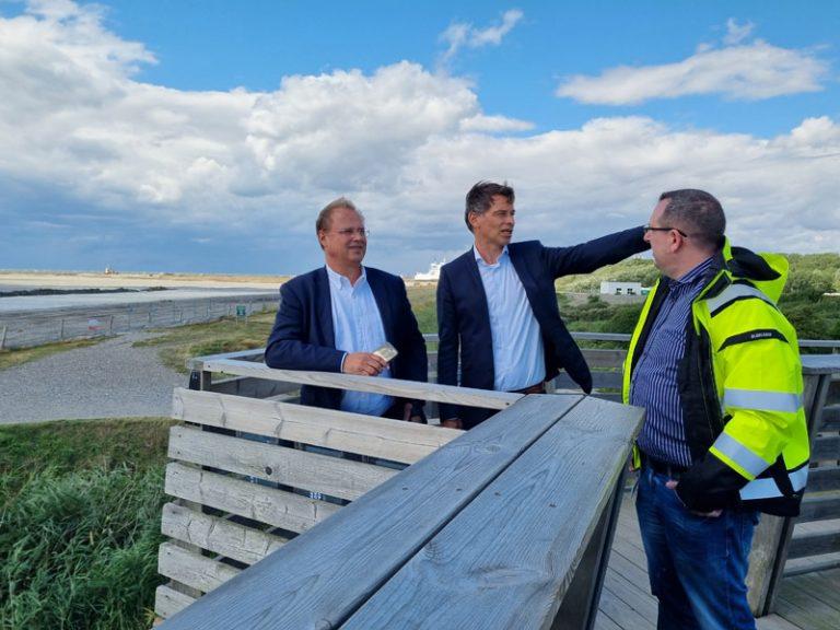 Europaminister Claussen besucht Fehmarnbelt-Tunnel-Baustelle