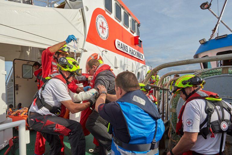 Seenotretter trainieren in der Lübecker Bucht den Ernstfall